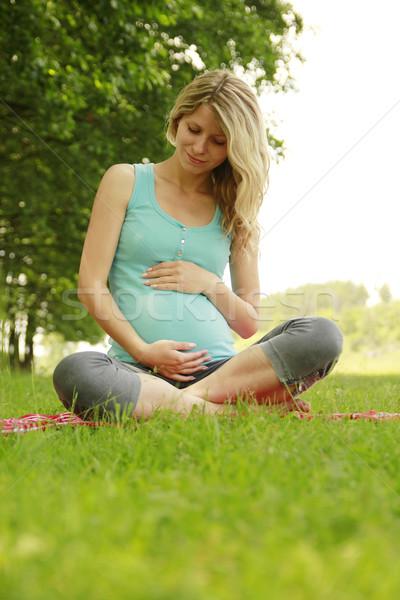 Güzel genç hamile kız doğa aile Stok fotoğraf © koca777