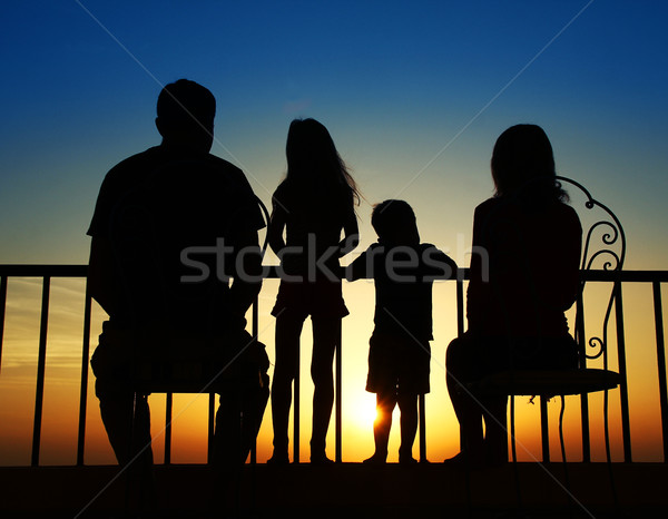 Silueta familia mar familia feliz playa agua Foto stock © koca777