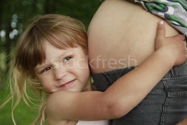 Little girl barriga grávida mãe natureza grama Foto stock © koca777