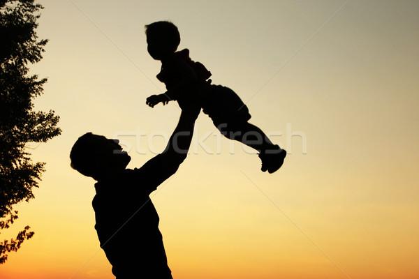 Siluet baba oğul oynamak gün batımı gökyüzü eller Stok fotoğraf © koca777