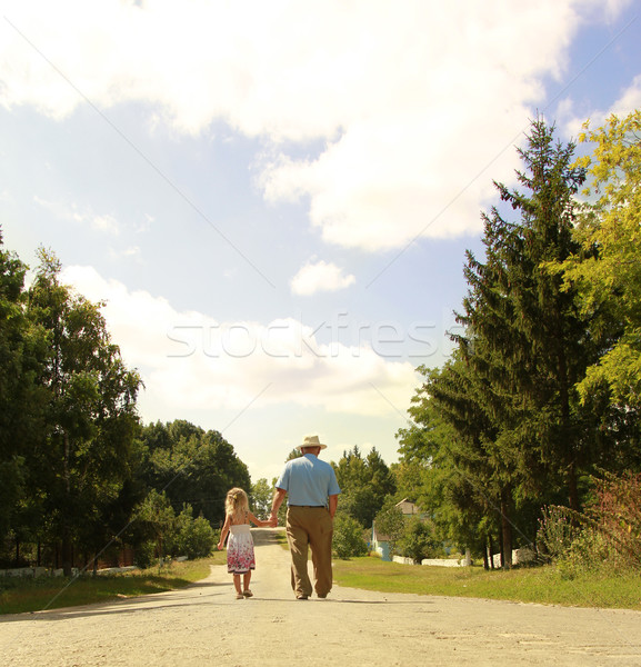 Nagyapa leányunoka út lány mosoly gyerekek Stock fotó © koca777