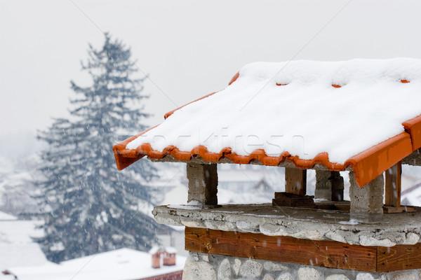Komin streszczenie zimą Fotografia domu śniegu Zdjęcia stock © kokimk