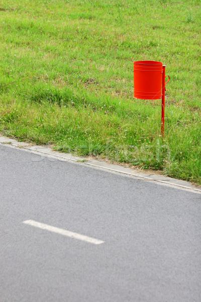мусорный ящик красный трава природы саду зеленый Сток-фото © kokimk