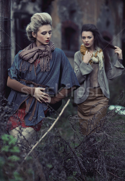 二 年輕 女士們 女子 手 商業照片 © konradbak