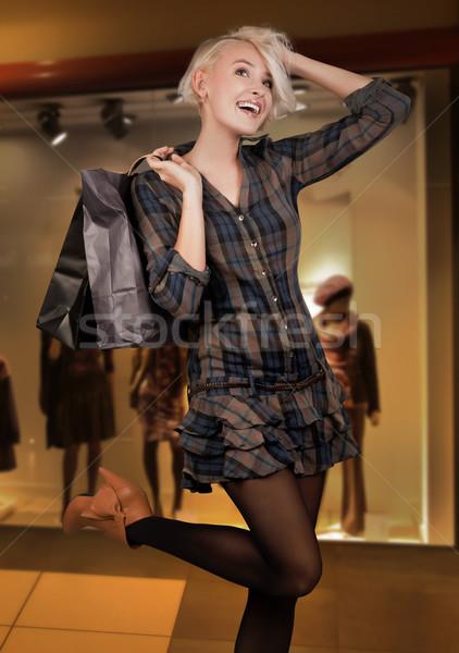 Сток-фото: счастливым · торговых · бумаги · магазин · молодые