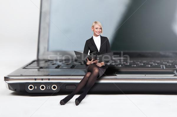 Primer plano bastante rubio dama sesión portátil Foto stock © konradbak
