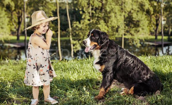 Stock fotó: Portré · aranyos · kislány · barátságos · kutya · lány