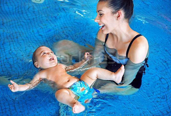 Fiatal anya baba megnyugtató úszómedence aranyos Stock fotó © konradbak
