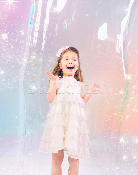 Aranyos kislány szappanbuborék nagy lány boldog Stock fotó © konradbak