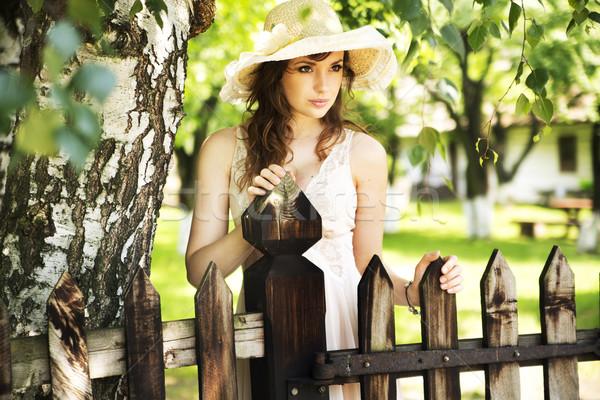 Aranyos nő elképesztő sötét szemek hölgy Stock fotó © konradbak
