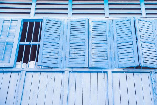 Fasada stary budynek szeroki Windows otwarte Zdjęcia stock © konradbak