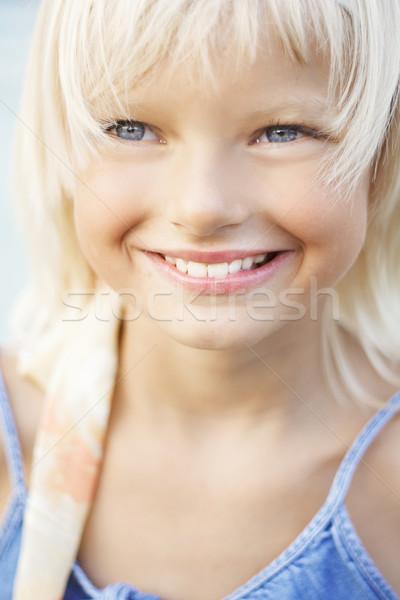 Mooie jong meisje glimlach natuur reizen grappig Stockfoto © konradbak