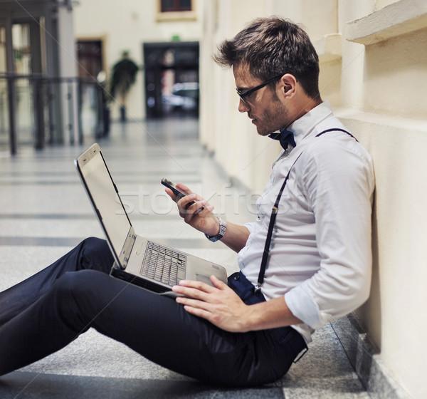 занят молодые бизнесмен рабочих лобби элегантный Сток-фото © konradbak