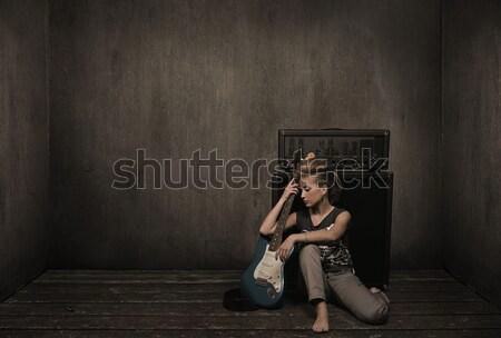 Stok fotoğraf: Anlamlı · kız · gitar · oda · model