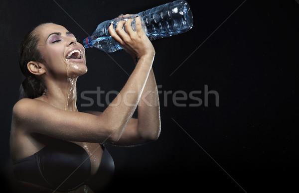 Güzel genç bayan şişe maden suyu kız Stok fotoğraf © konradbak