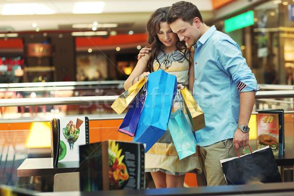 Cumpărături modă mers magazin Imagine de stoc © konradbak