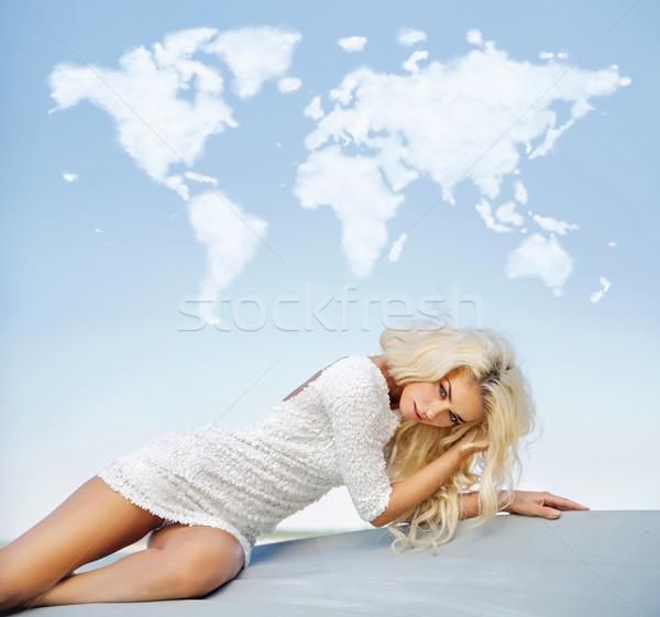 Blond szczupły pani Chmura świat powyżej Zdjęcia stock © konradbak