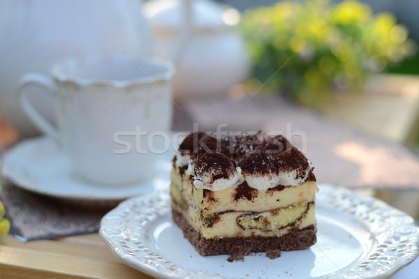 Dulce tiramisu servido jardín fragante alimentos Foto stock © konradbak