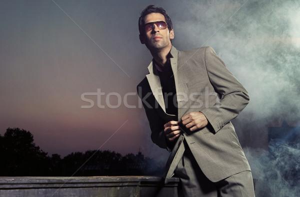 Knap jonge man zonnebril glimlach gezicht Stockfoto © konradbak