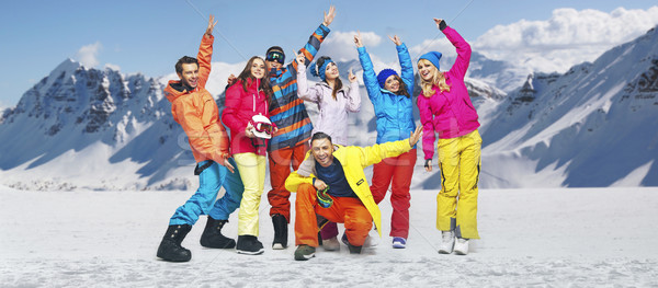 Sorridere divertente cielo donne neve uomini Foto d'archivio © konradbak
