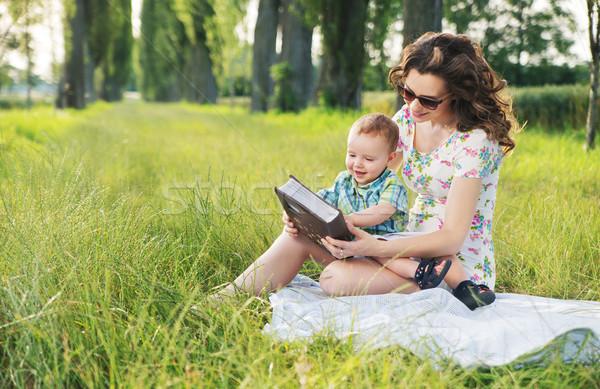 Foto stock: Mãe · penteado · leitura · fadas · bebê
