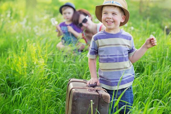 Klein jongen helpen verwijdering kleurrijk foto Stockfoto © konradbak