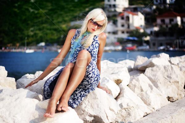 Csinos szőke nő megnyugtató víz nő lány Stock fotó © konradbak