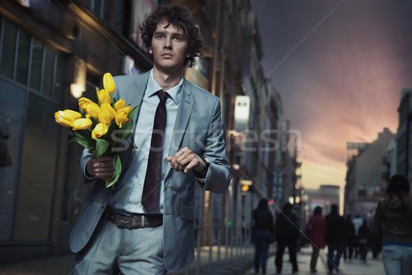 Zarif adam çiçekler yürüyüş gülümseme Stok fotoğraf © konradbak