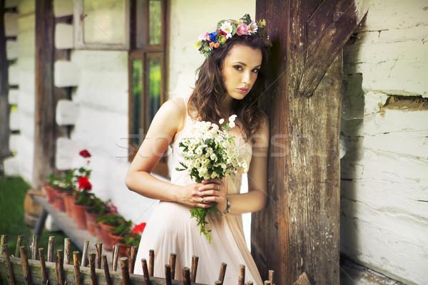 Mulher jovem flores silvestres jovem senhora casa menina Foto stock © konradbak