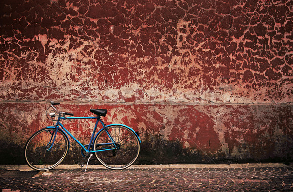 Old retro bicycle over grungy wall Stock photo © konradbak