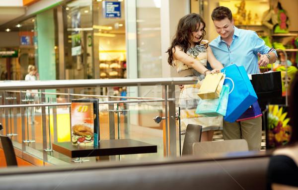 Jeunes élégant couple marche Shopping passage Photo stock © konradbak