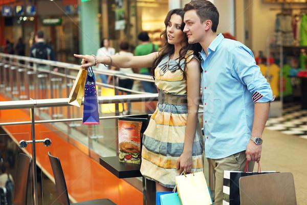 Fiatal nő mutat valami vásárlás központ divat Stock fotó © konradbak
