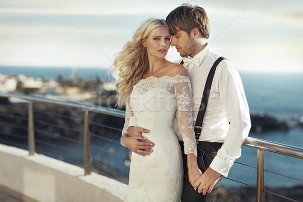 Retrato jóvenes romántica matrimonio Pareja cielo Foto stock © konradbak