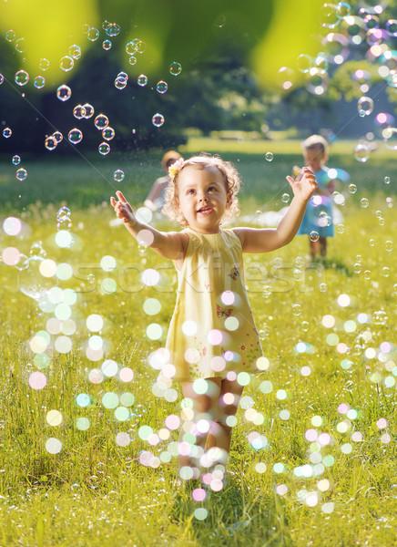 Portret twee spelen samen zeepbellen Stockfoto © konradbak