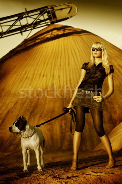Giovani ragazza cane piedi nero Foto d'archivio © konradbak