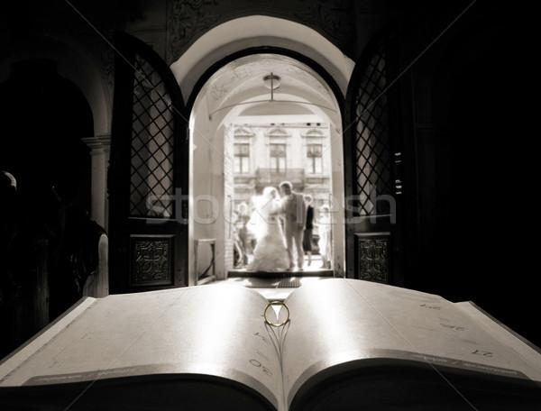 Könyv gyűrű templom ajtó esküvő Stock fotó © konradbak