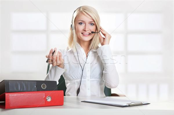年輕 女 呼叫中心 僱員 女孩 微笑 商業照片 © konradbak