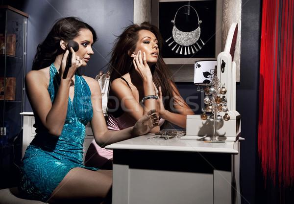 Twee mooie meisjes make-up nacht partij Stockfoto © konradbak