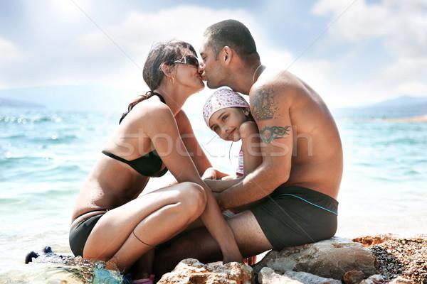 Famiglia felice Ocean costa donna spiaggia cielo Foto d'archivio © konradbak