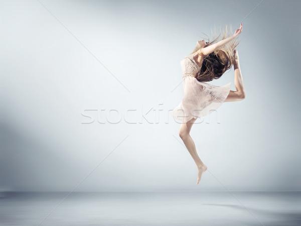 Flexibele jong meisje ballet cijfer jonge vrouw vrouw Stockfoto © konradbak