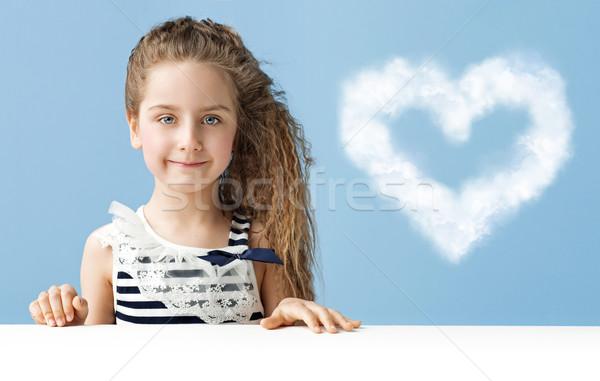 Meisje wolk weinig kind hemel voorjaar Stockfoto © konradbak