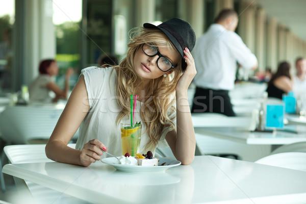 Aranyos nő kávézó lány mosoly arc Stock fotó © konradbak