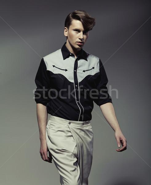 Knappe man shirt knap jonge man hand Stockfoto © konradbak