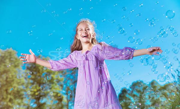 Cute petite fille bulles de savon fille printemps Photo stock © konradbak