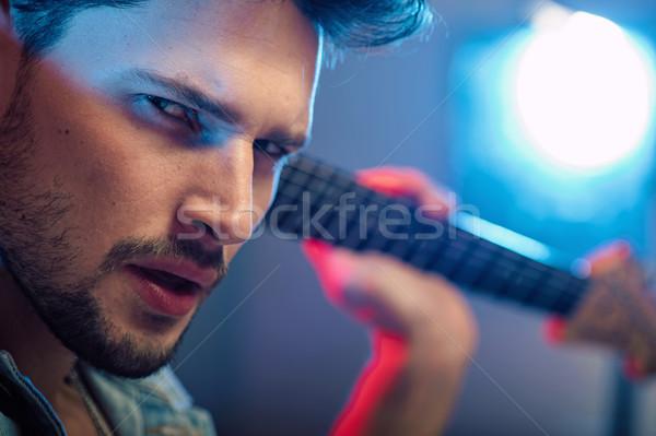 портрет серьезный красивый гитарист человека свет Сток-фото © konradbak