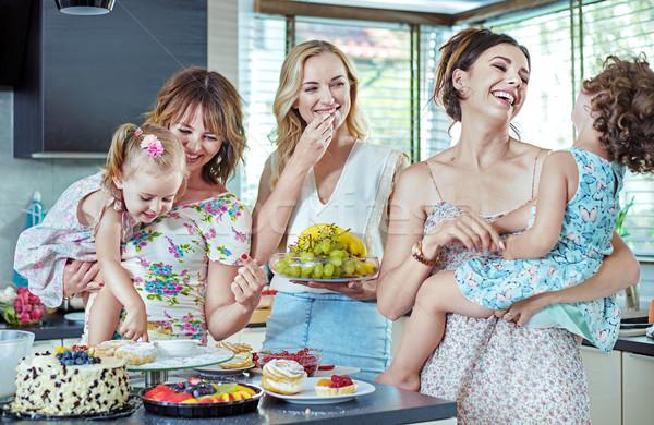 женщины еды торты конфеты детей Сток-фото © konradbak