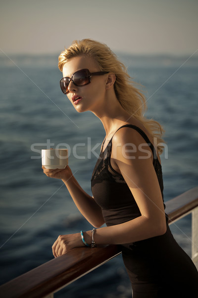 фотография удивленный Lady Кубок кофе женщину Сток-фото © konradbak