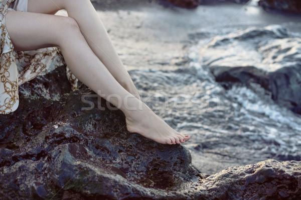 かなり 女性 座って シャープ 岩 きれいな女性 ストックフォト © konradbak