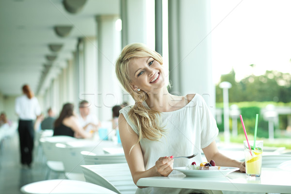 ストックフォト: 笑みを浮かべて · 若い女性 · 少女 · 笑顔 · 顔 · コーヒー