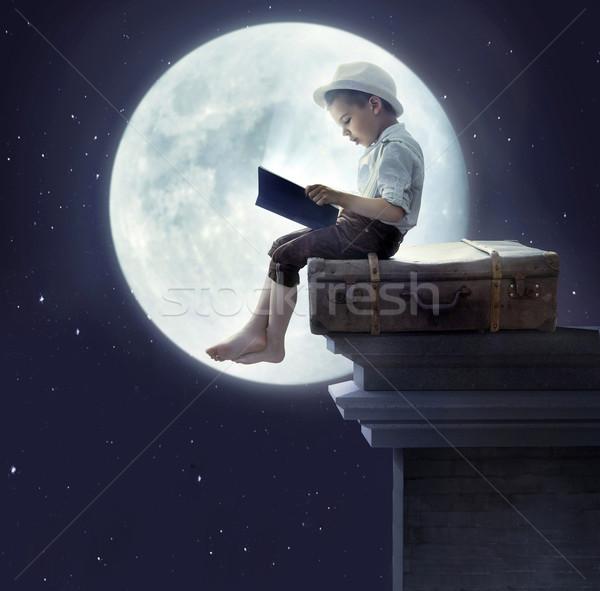 Portrait peu garçon lecture livre conte de fées Photo stock © konradbak
